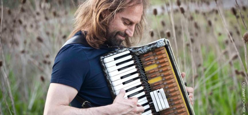 """Chango Spasiuk: """"Me gusta pensar que la música nos puede hacer sentir esperanza y celebración"""""""