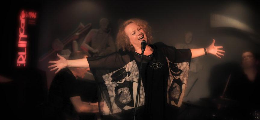 Patricia Clark: La abuela canta, baila, actúa y nunca deja de aprender